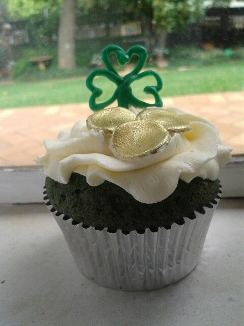 St. Patricks Day cupcakes by ButterCupCakes