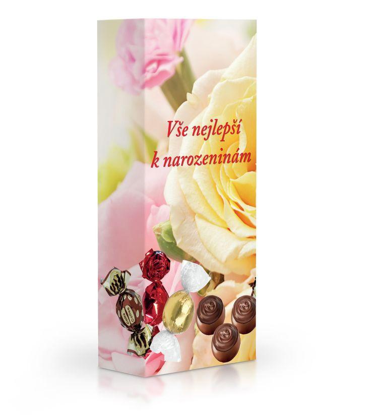 Čokoládové plněné pralinky v dárkové krabičce s věnováním k narozeninám.