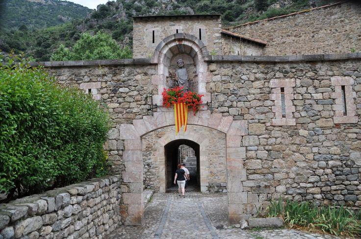 Emmenez votre famille sur les traces de Vauban, à travers la cité de Villefranche De Conflent. Remparts, châteaux et grottes vous attendent