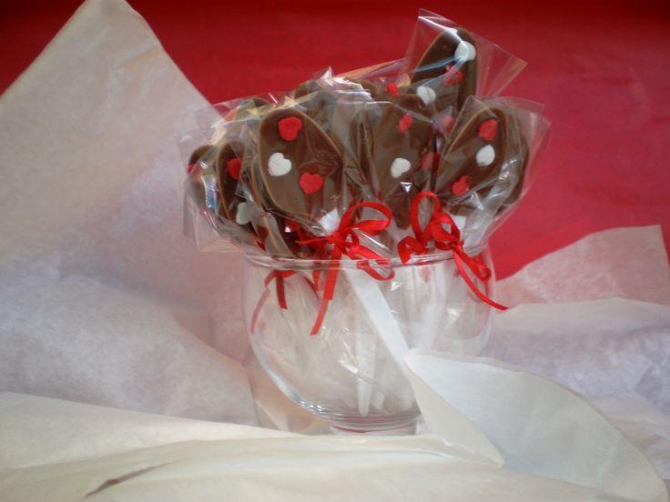 cucharitas de chocolate by Dulcinea de la fuente www.facebook.com/dulcinea.delafuente  #fiesta #festejo #cumpleaños #mesadulce#fuentedechocolate #agasajo# #candybar  #tamatización #souvenir  #regalos personalizados #catering finger food