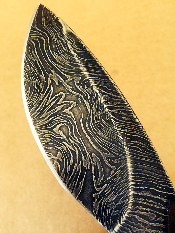 Beautifull patern that emerged on damscus blade from my own design - SMID Arête 1/1