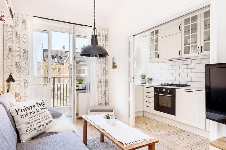 aranżacja salonu z kuchnią w białym kolorze