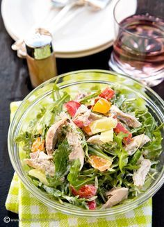 salata-cu-pui-si-dressing-de-lamaie-si-iaurt