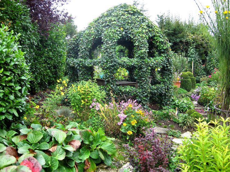 Liebst Du Deinen Garten Aber Nicht Die Gartenarbeit Dann Solltest Du Einen Pflegeleichten Garten Anlegen Der T Pflegeleichter Garten Garten Gartengestaltung