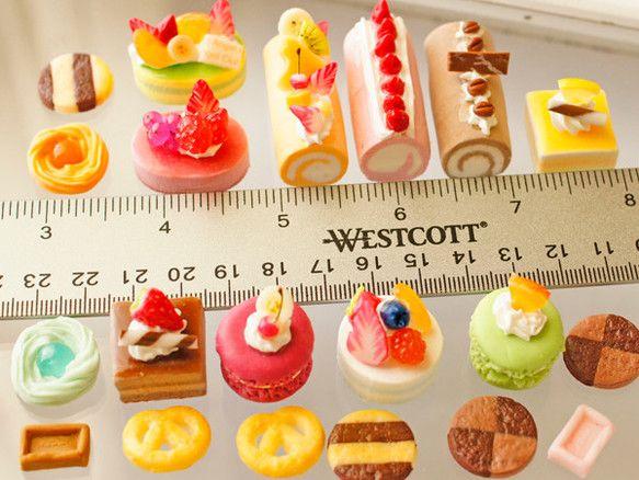 スイーツデコパーツ(H083) 20個入り ロールケーキ、フルーツケーキ各種、パルミエ他詰合せ