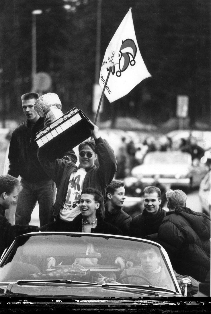 Teemu Selanne after HC Jokerit won Finnish Elite League in 1992. #hockey #nhl