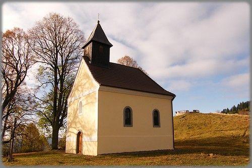 Kremnica (nem. Kremnitz, maď. Körmöcbánya, lat. Cremnicium) je mesto ležiace v okrese Žiar nad Hronom. Už od 10. storočia sa v meste a na okolí ťažilo zlato a striebro. Kremnica je od roku 1328 slobodné kráľovské banské mesto a od 14. storočia je prezývaná Zlatá Kremnica. V meste sídli Mincovňa Kremnica, ktorá je najstaršia dodnes existujúca mincovňa na svete. Mestský hrad v Kremnici je národná kultúrna pamiatka.  Kremnická Kalvária bola niekoľko desaťročí zanedbávaná, patrí však k tým…