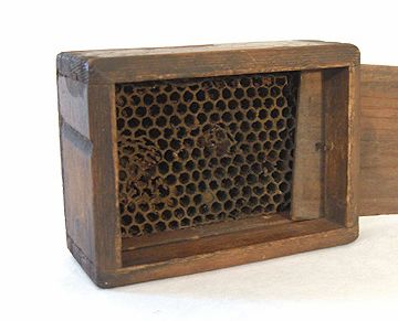 Google Image Result for http://www.bluefarmantiques.com/images/antiques/beeBox/beeBox_02a.jpg