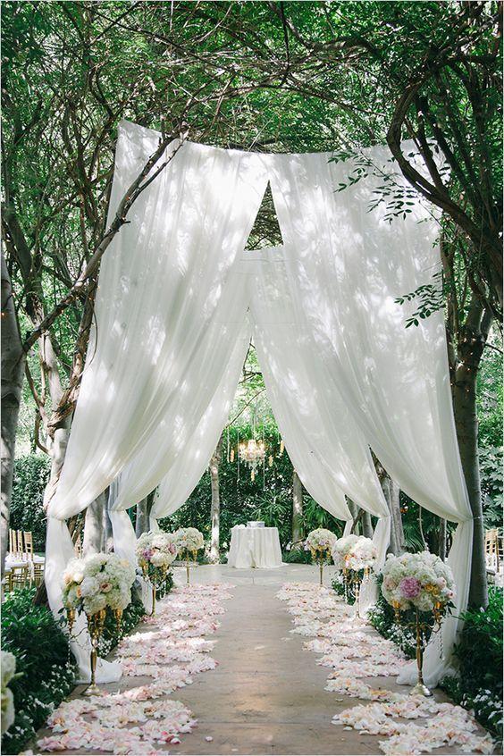 garden outdoor wedding aisle decor / http://www.himisspuff.com/outdoor-wedding-aisles/5/
