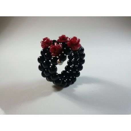 Anello a spirale con pallini in agata nera, roselline in resina di corallo rosso e argento 925 rodiato