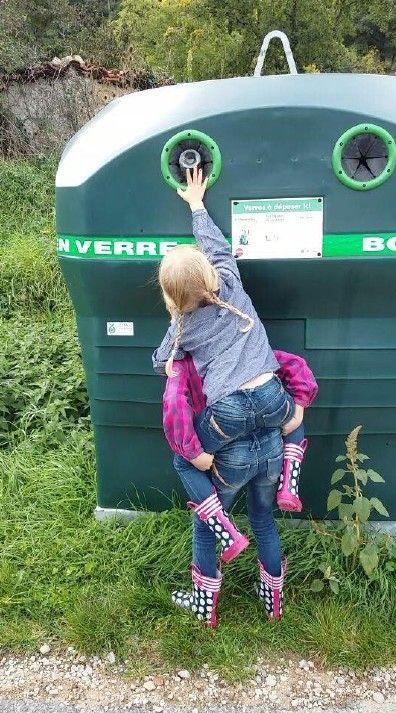groupe 45 PLUS TÔT ON LA PROTÉGERA, PLUS LONGTEMPS ELLE VIVRA… Cette photographie a été prise le dimanche 27 septembre 2015 à Bas-en-Basset. Nous avons choisi cette photographie afin de sensibiliser le spectateur à l'importance du recyclage des déchets.