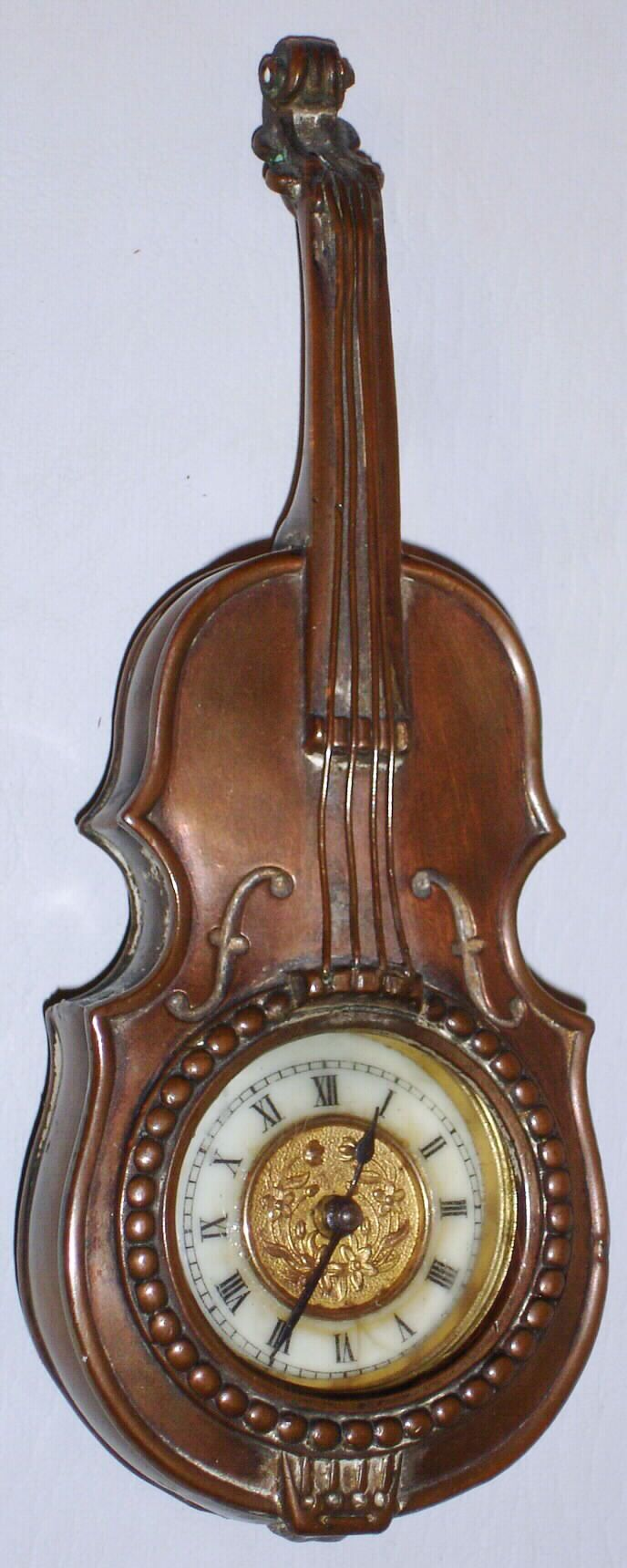 Old wood minerale interior of violin - Antique Clock In The Shape Of A Violin I Love Musical Instrument Clocks
