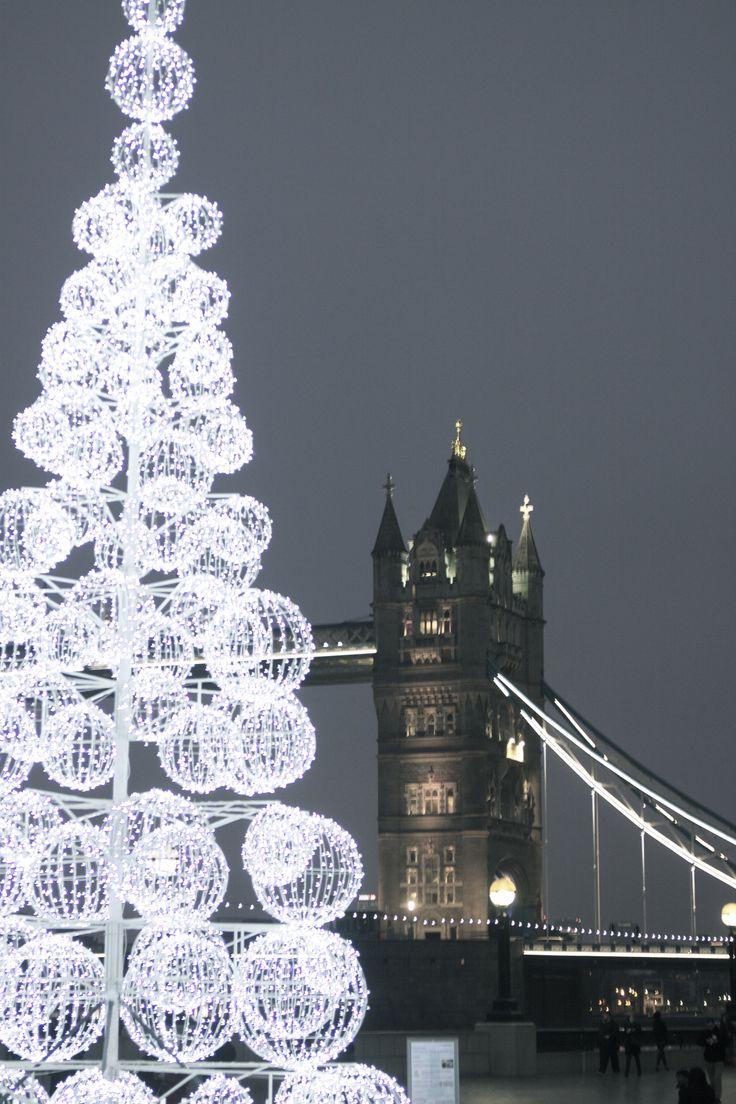 40ft Commercial christmas tree London Bridge, Tower Bridge ...