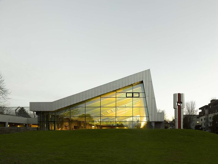 Image 3 of 20 from gallery of Sports Centre in Leonberg / 4a Architekten. Photograph by David Matthiessen