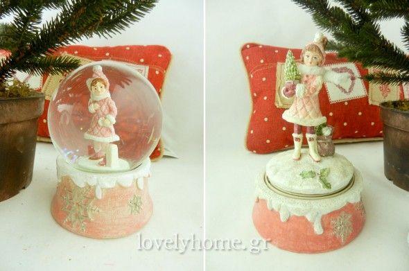 Χριστουγεννιάτικη χιονόμπαλα σε 3 διαφορετικά σχέδια Τιμή χωρίς ΦΠΑ 8,21 ευρώ ~ Μουσικό παιχνίδι σε 3 σχέδια Τιμή χωρίς ΦΠΑ 9,36 ευρώ