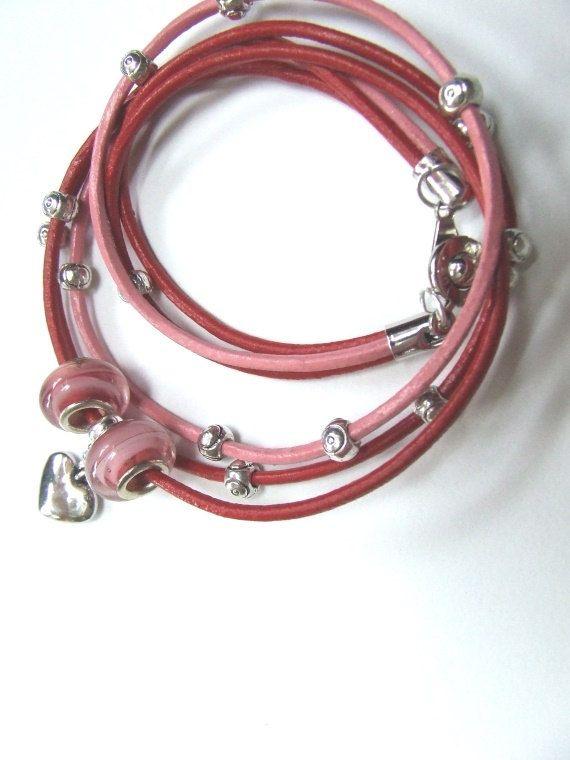 ROSA-ROT,Lederarmband - Wickelarmband, Leder rot und rosa mit Glasperlen, Metallperlen und einem Herzanhänger, Frauen, Geschenke von HeikeFrankStudio auf Etsy