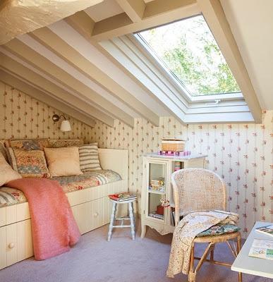 Çatı katında çocuk odası dekorasyonu