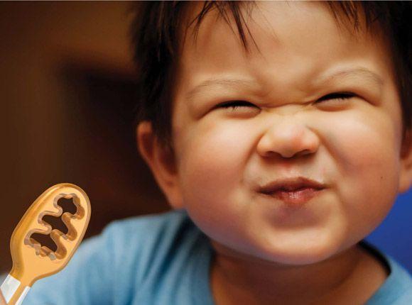 bestek, tafelmanieren, baby, baby's, moderne moeders, NumNum™, leren eten, leren, eten, obesitas, afvallen, dik, te dik, 6 maanden, baby, tandjes, pijn, doorkomen, tegen, zelf, zelf doen, netjes, schoon, voeding, kind, peuter, dreumes, ontwikkeling, handig, praktisch, lepel, vork, leeftijd, voedsel, dik voedsel, dun, zelfstandig, opvoeding, opvoeden