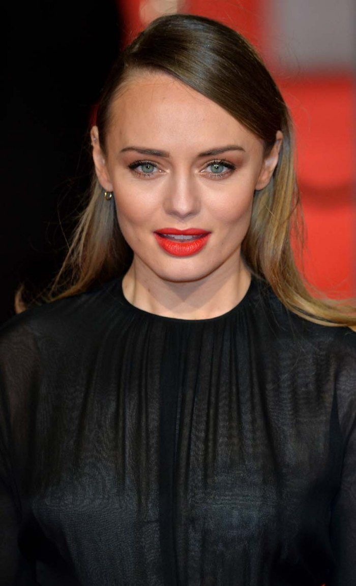 Bafta: les beauty looks des stars - Laura Haddock («Captain America») aime la teinte rouge-orange.  © Getty