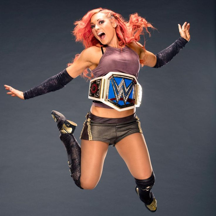 Becky Lynch shows off her SmackDown Women's Championship: photos