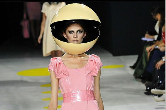 Sometimes, it seems like high fashion is all about putting something silly on your head — take designer Giles Deacon's Spring/Summer 2009 collection, for instance. He's got his models wearing Pacman-inspired headgear. How does she keep a straight face?! LMAO!