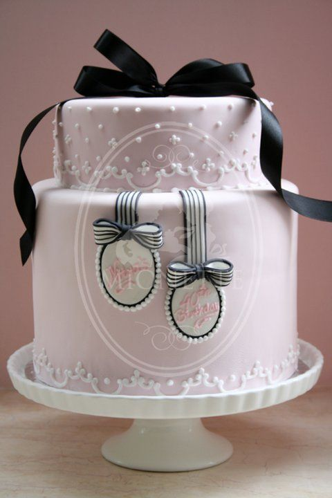 I love this Cameo cake by Mionette, inspired by Martha Stewart. What a pretty cake with its piping detail on the cake and the gift tags. I love the concept, a gorgeous little gift box, and the soft baby pink colours accented with black details. Would be a good cake to replicate for intermediate/new decorators. What do you think?