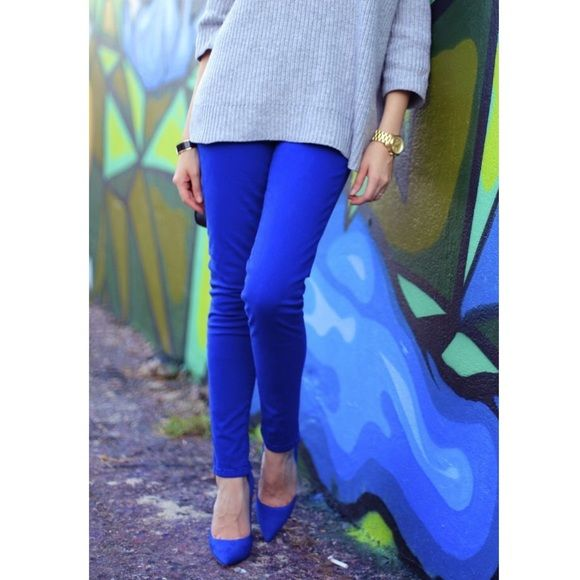 cobalt blue skinny jeans Super cute MK pants have a jean stretch material so they hug your curves and are cropped just above the ankle. No trades, offers welcome  Michael Kors Jeans Ankle & Cropped