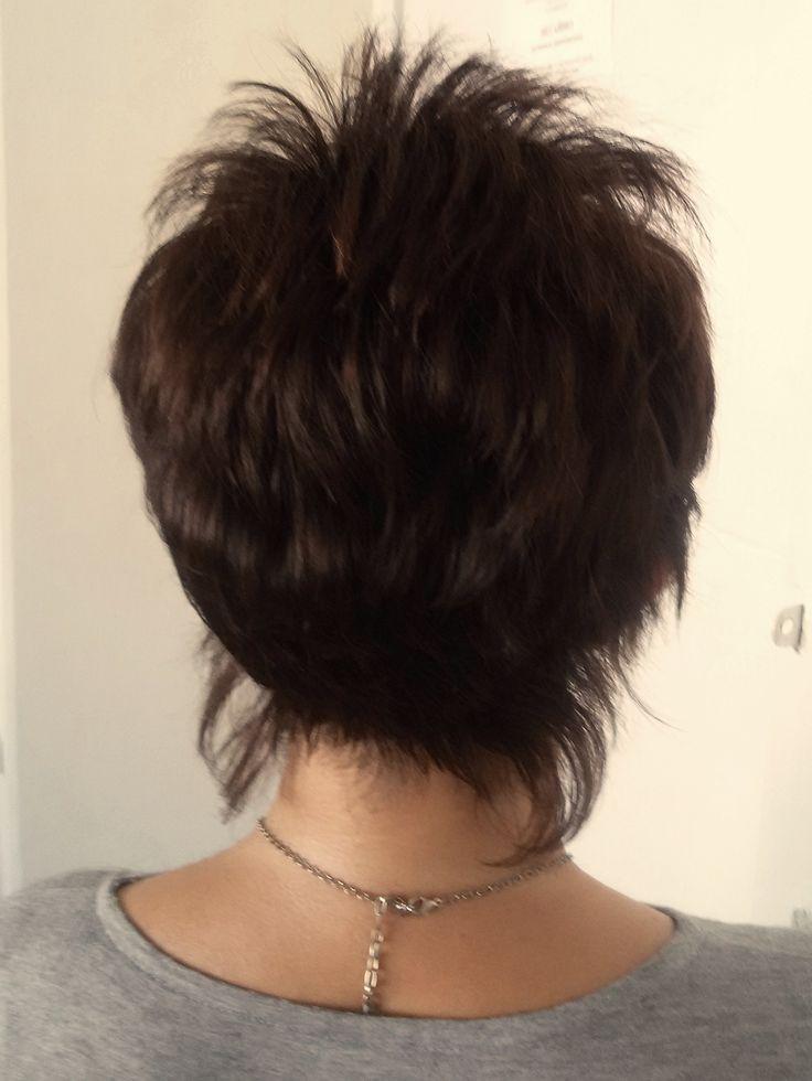 Стрижка позволяет создать иллюзию пышных густых волос