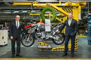 BMW plant Berlin manufactures 500,000th BMW GS motorcycle with boxer engine. From Left: Dr. Marc Sielemann, Head of Production BMW Motorrad and Stephan Schaller, President BMW Motorrad.