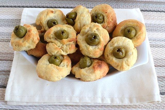 Bocconcini alle olive, scopri la ricetta: http://www.misya.info/2014/11/08/bocconcini-alle-olive.htm