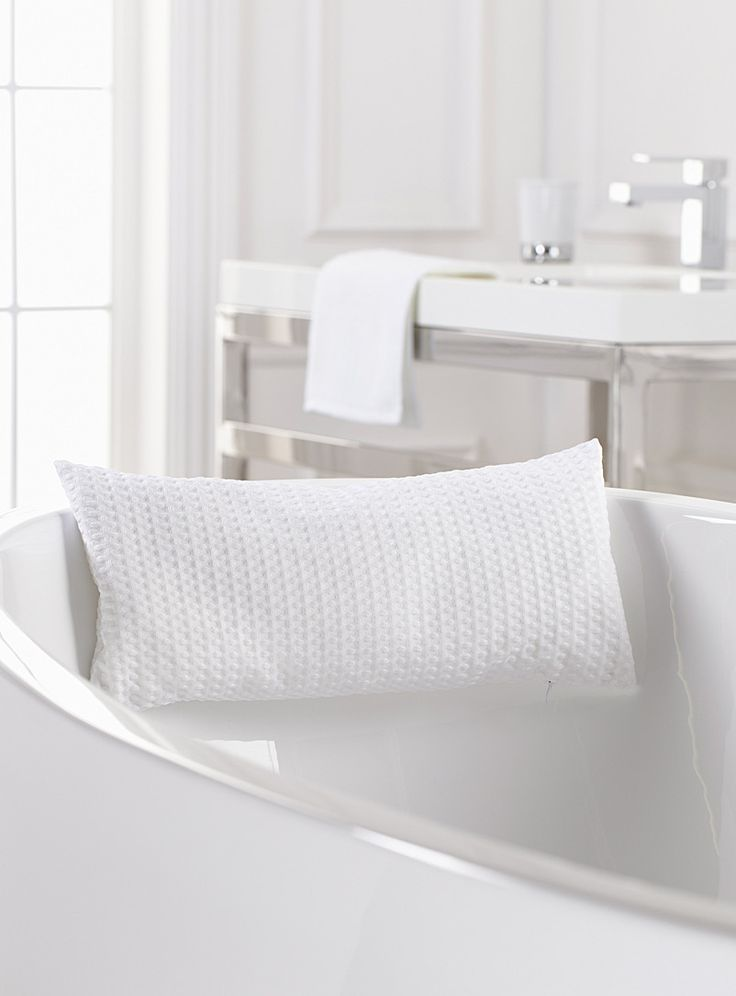 Best 25+ Bathtub pillow ideas on Pinterest Baby boy stuff, Pregnancy pillow and Cute baby stuff