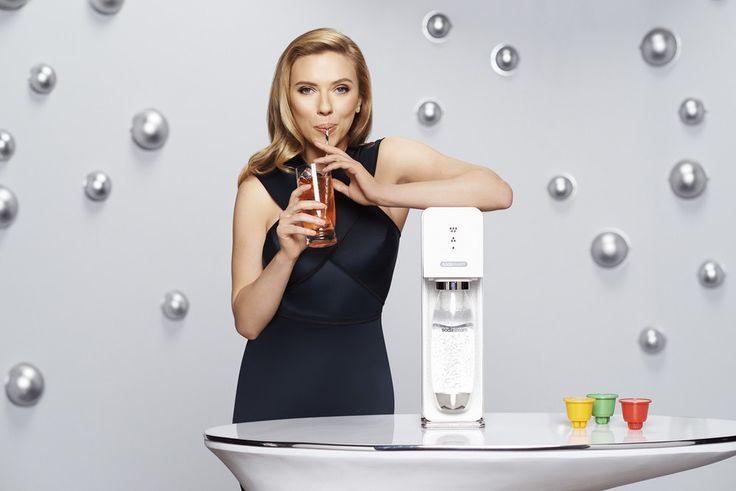 Scarlett Johansson : Elle fait des bulles et des émules pour Sodastream