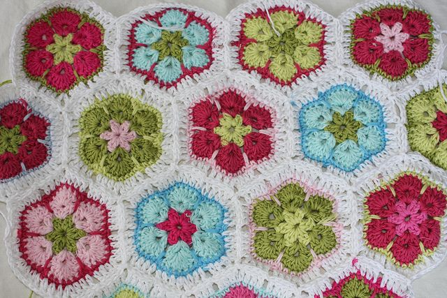 African flowers by Veracrochet, no pattern just colour inspiration