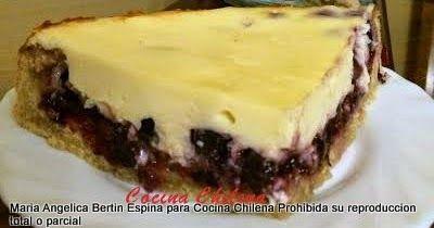 Un trozo de kuchen con una cobertura muy especial La receta me la dio una señora amiga que vive en Puerto Octay La crema que cub...