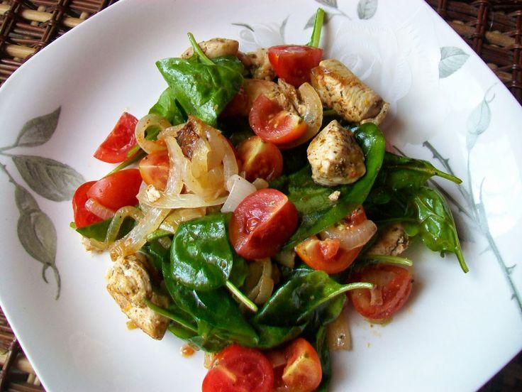 Monia miesza i gotuje: Sałatka z kurczakiem i szpinakiem