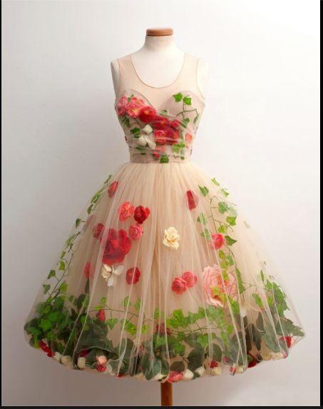 Vestido de tule com flores e folhas internas