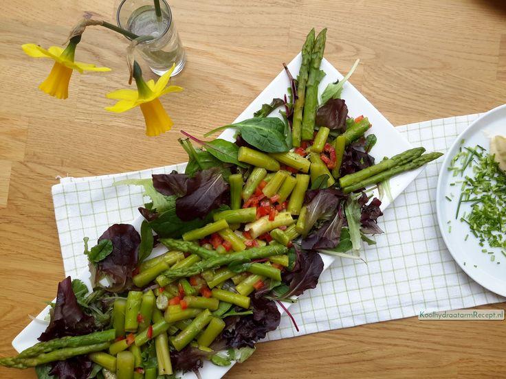 Een heel simpele groene asperge salade ook ideaal als je asperges over hebt, bijvoorbeeld van deze heerlijke zalmterrine.