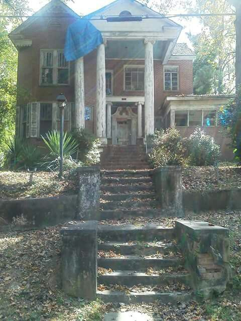 Ward's Funeral Home in Opelika,Alabama. One of the most haunted sites in the Uni...