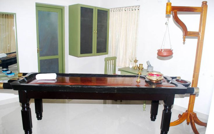 Ennathoni (Ayurveda Massage Table). Authentic Treatment Equipment's is very important in order to efficiently perform all the Massages and Treatments. At present we have 2 EnnaThonies and 2 patients can be treated at a time. Experience the real touch of #ayurveda #Hillgardens