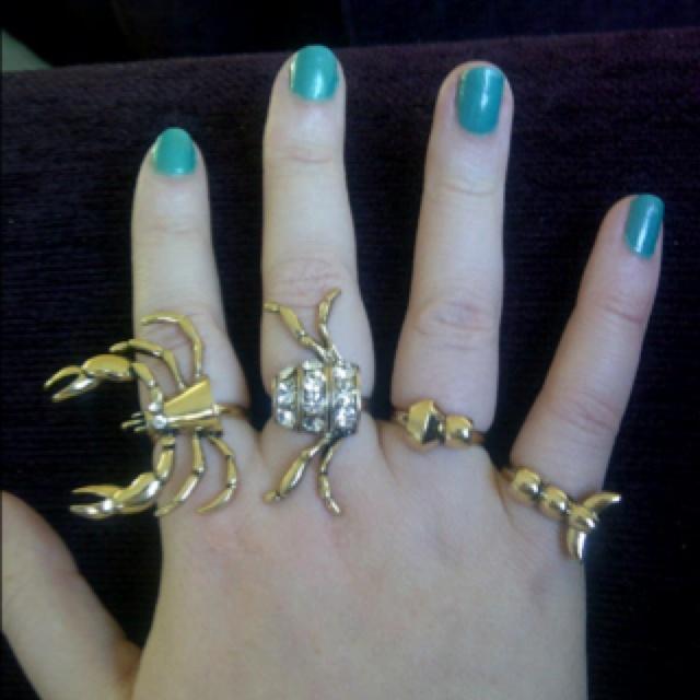 Scorpion! four finger rings! Cool
