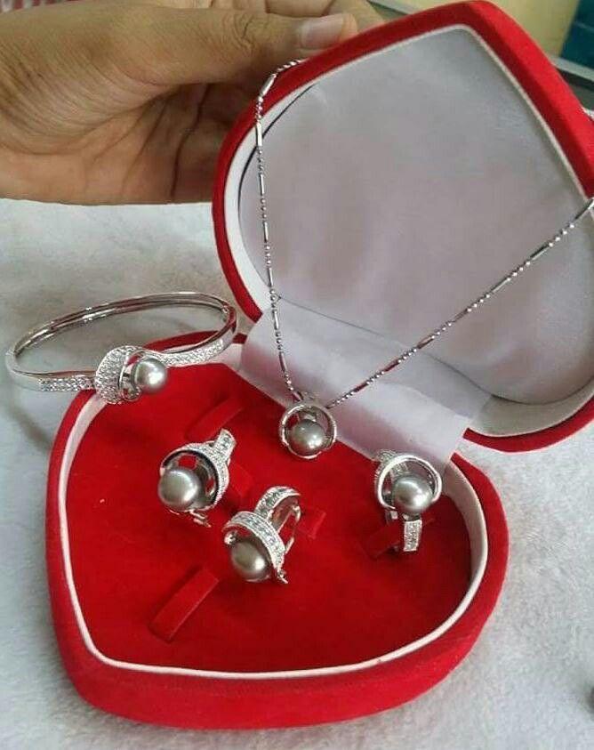 1 Set mutiara lombok Pesan Add Bbm : D6AB777F Sms/ tlp. : As 082337322501/ IM3 085785304765 Wa. : Tri 08990127841 NB: Bila anda ragu jangan membeli dulu. Cek dulu resi dan testnominalnya  #mutiara#mutiaralombok#mutiaralaut#mutiaratawar#fashion#perhiasan#rhodium#elegant#allstyle#wisata#senggigi#oleholehlombok#emas#kadoistimewa#wedding#set#alam#natural#pearl#gold#silver#sekarbela#