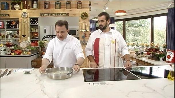 Vídeo: Receta de kokotas de merluza al pil-pil, con Berasategui y De Jorge. Vídoe de Robin Food. Martin Berasategui y David de Jorge preparan kokotxas....