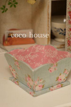 「可愛いカーブのダストボックス、ローラアシュレイで」の画像|ふんわりかわいいカルトナージュ |Ameba (アメーバ)