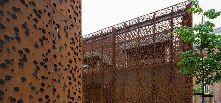 Bardage de façade en acier Corten / métallique - MUNICIPAL BUILDING by Østergaard Arkitekter A/S - RMIG