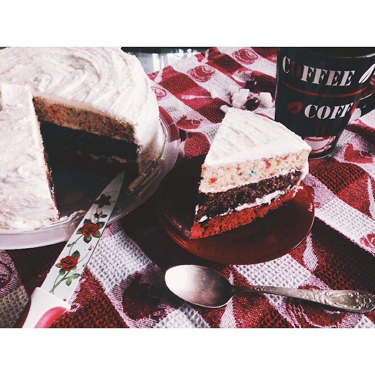 У папы скоро день рождения и я пробую новые рецепты для #кухнякасандры . торт с протеиновый мукой,  со слоями #redvelvetcake #chocolatecake #funfetticake . Люблю поимпровизировать.  #bake #lovetocook #cake