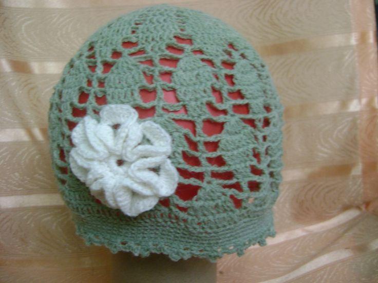zielona z białym kwiatkiem
