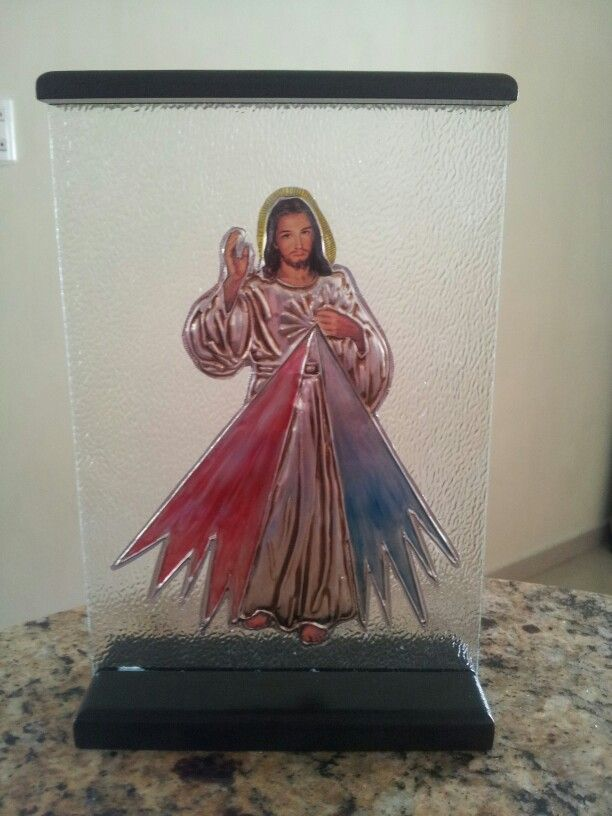 Jesús de la Misericordia repujado en aluminio, sobre vidrio escarchado