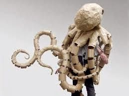 Papier in de herkansing: Cardboard costume