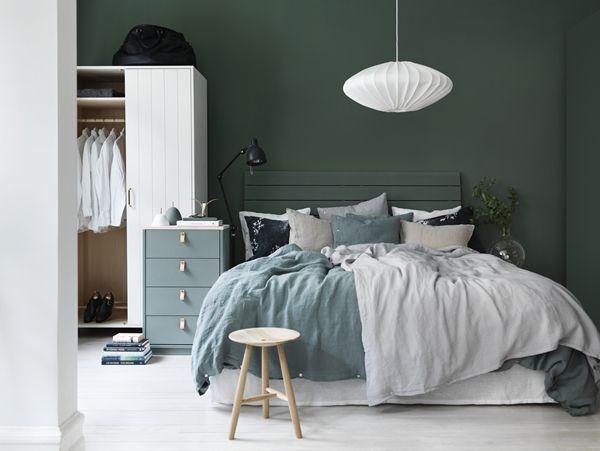 Slaapkamer van Norrgavel met olijfgroene muren | Huis-inrichten.com