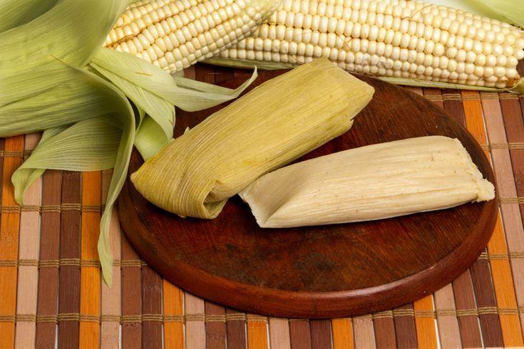 Tamal típico Guatemalteco de elote. Una nueva forma de disfrutar el elote de manera típica envuelto en su propia hoja acompañado de crema dulce especial que les enseñare a continuación.